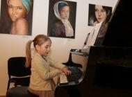 Vernisáž výstavy obrazů a fotografií Alice Valešové, Otty Valeše, Zdeňka Ziky